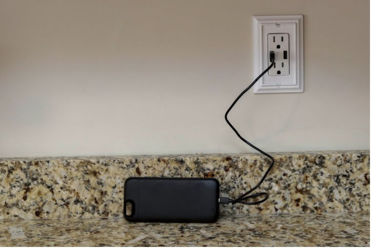 cellphone charging using a usb outlet